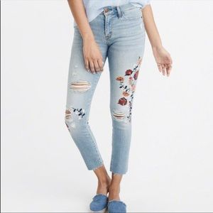 A&F floral embroidered jeans (24 reg)